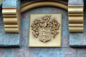Disneyland Castle Disney crest Aug 2005
