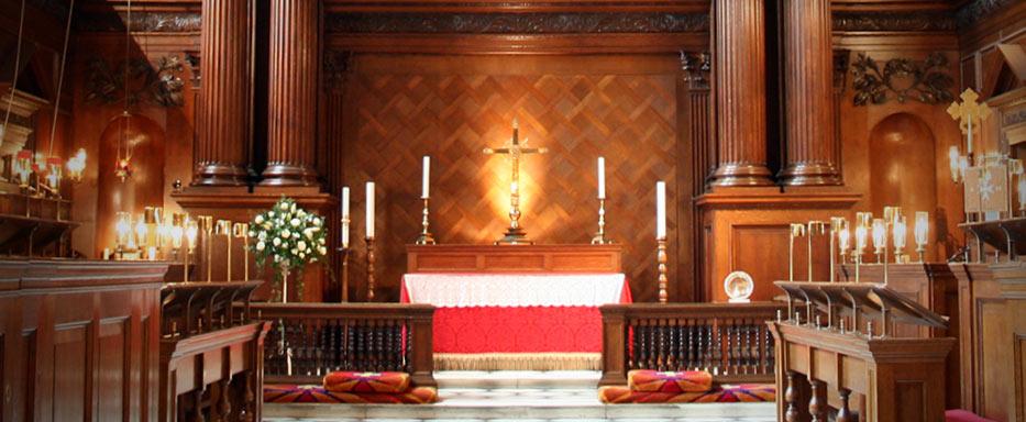 Hampton Court - Chapel Royal altar