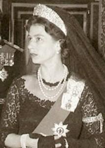Order of the Garter  - Queen Elizabeth wearing garter at Vatican