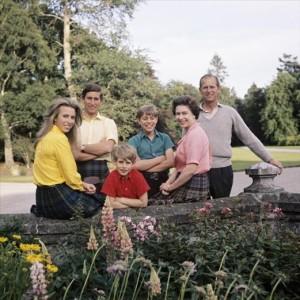 Balmoral - Queen Elizabeth and family 1972 a