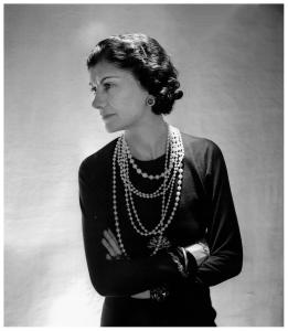 Coco Chanel - pearls 1
