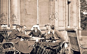 World War I - Laady Almina at Highclere with convelesing soldiers