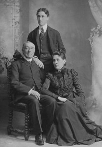 Young Franklin with his parents