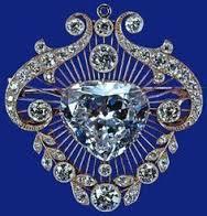 Cullinan V Heart Brooch - blue background