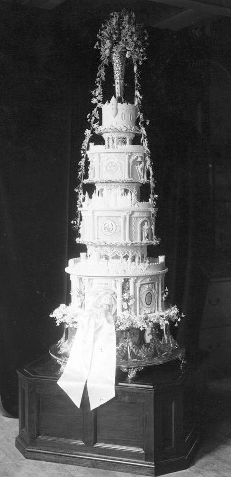 Prince George and Lady Elizabeth wedding cake 2