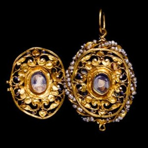 Mary Queen of Scots locket opened