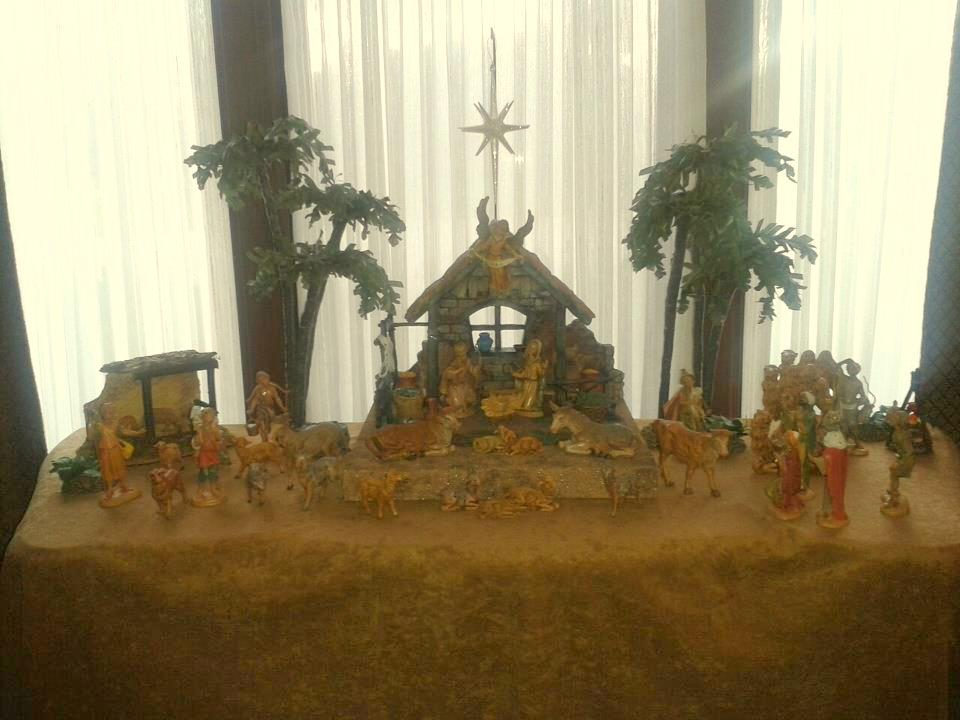 Decor fontanini nativity display the enchanted manor - Decoration table a manger ...