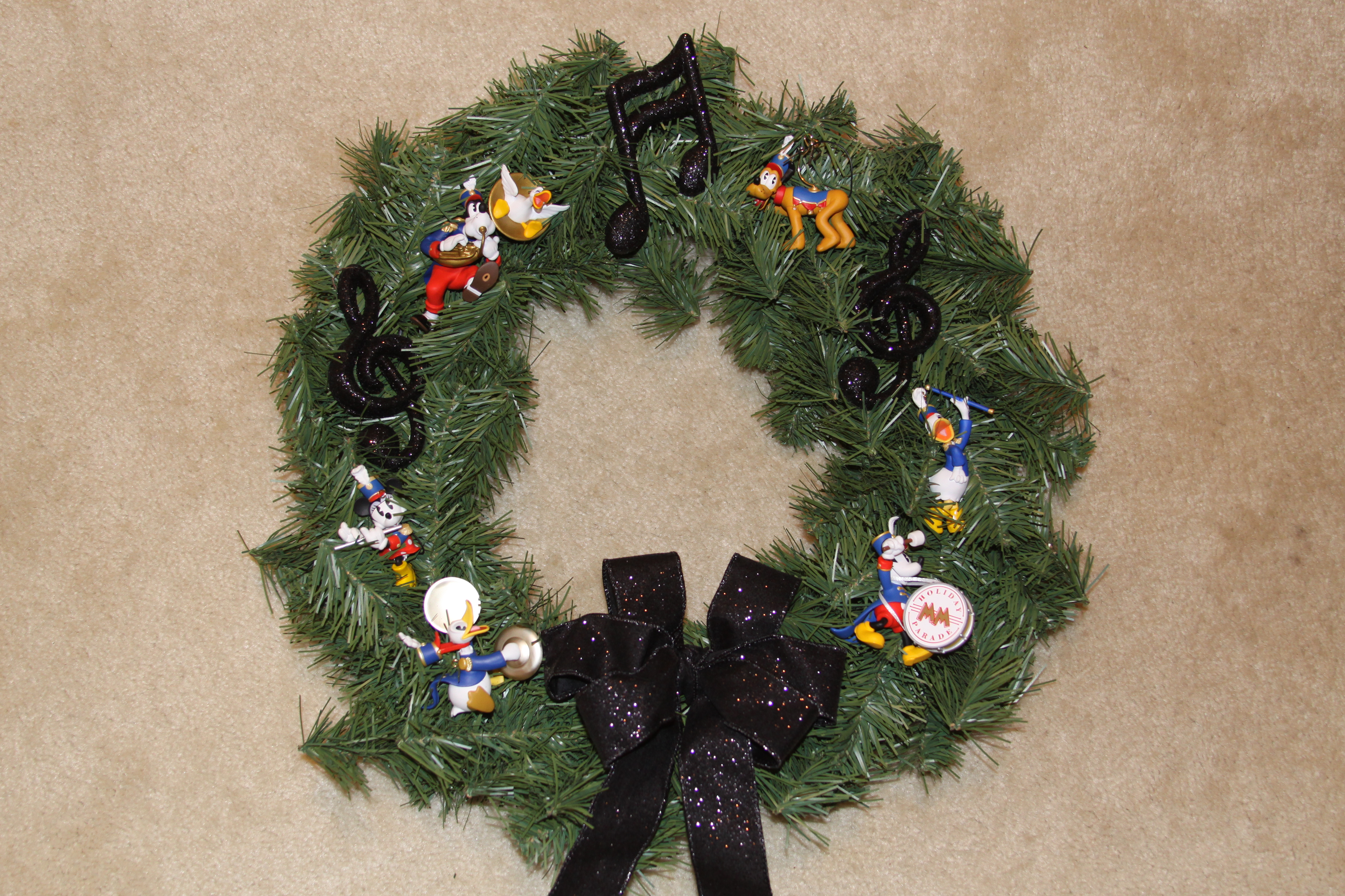 for additional ideas on decorating with christmas wreaths please look for this weeks dcor post also check out last months craft project for a special