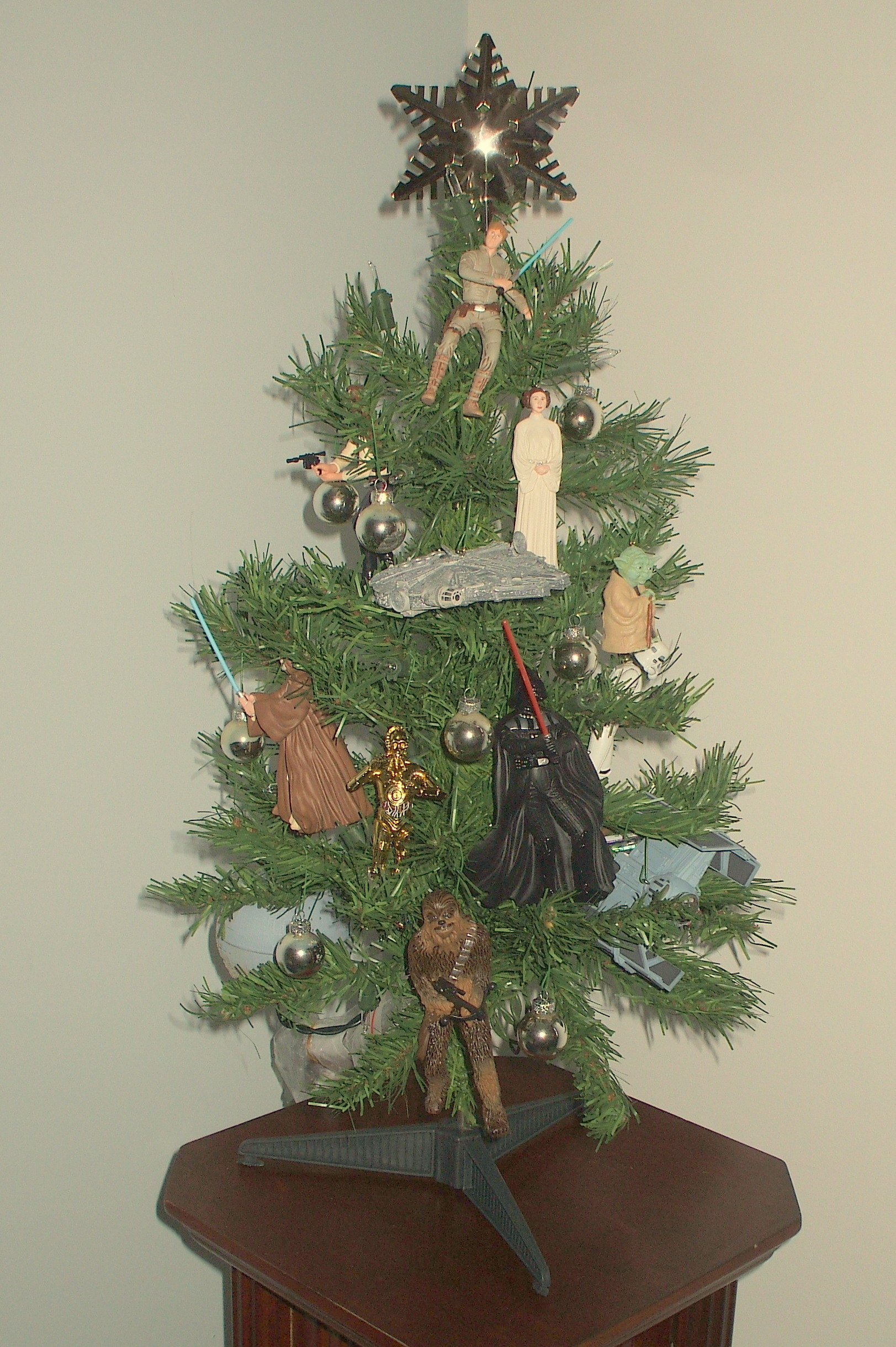 Star wars christmas tree the enchanted manor for Home decorations ireland