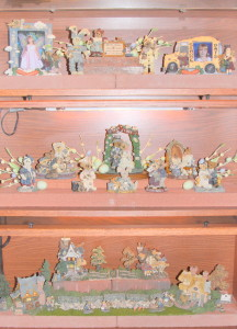 2013 Easter Boyds Bear bookcase