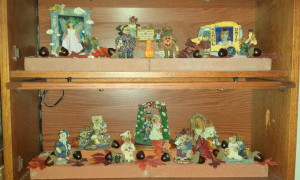 Boyds Bears Bookcase - fall decorations
