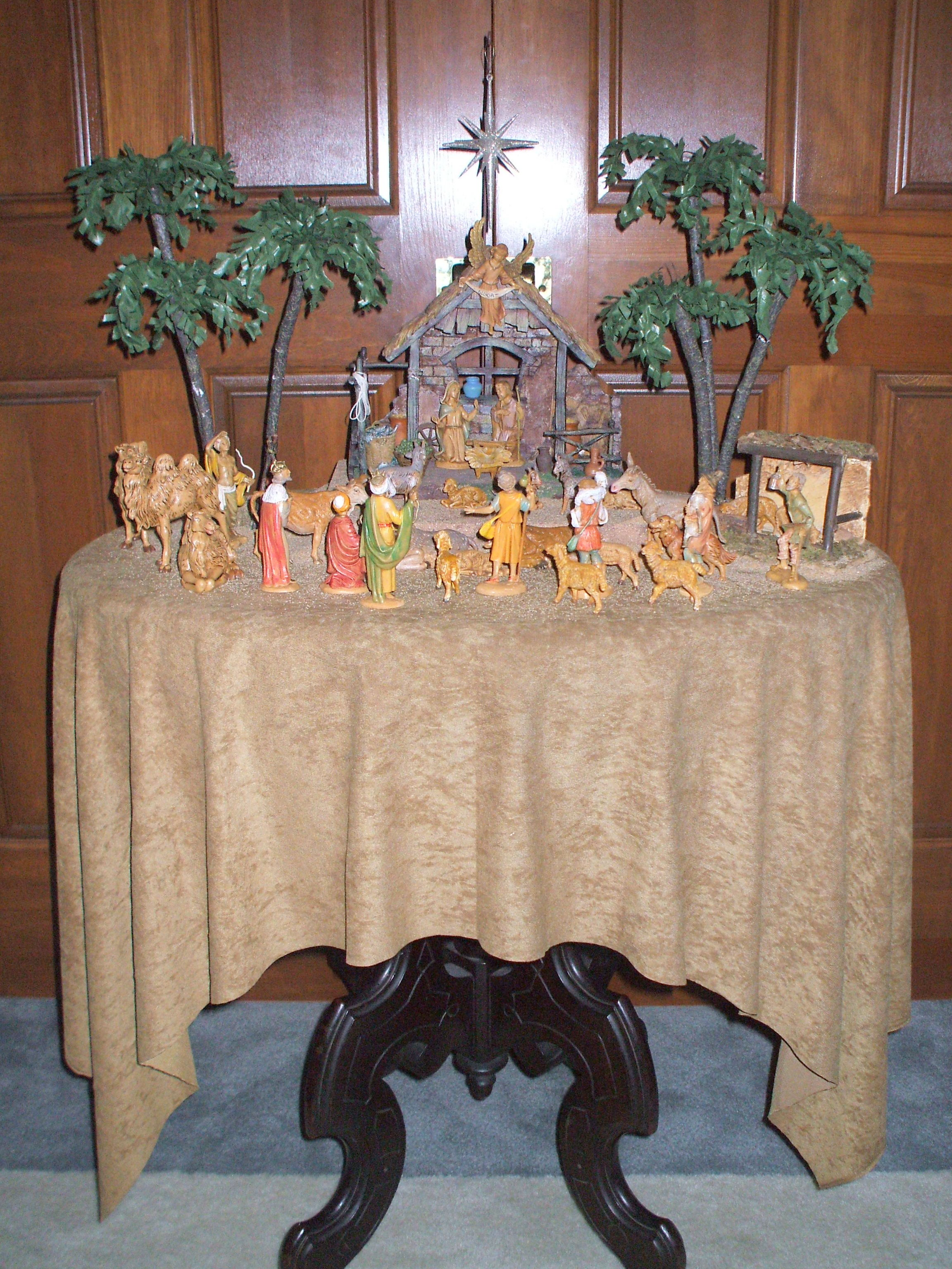 decor setting up a fontanini nativity display the enchanted manor. Black Bedroom Furniture Sets. Home Design Ideas