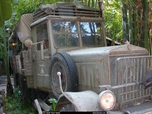 Indiana Jones truck - outside queue