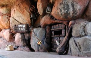 Splash Mountain Brer Bear house May 2007