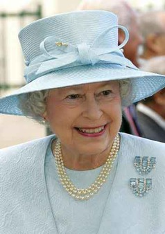 The Queen S Personal Jewel Collection The Enchanted Manor