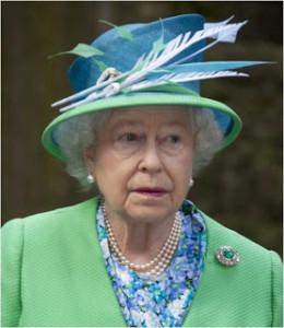 Delhi Durbar Round Brooch worn without pendant by Queen Elizabeth