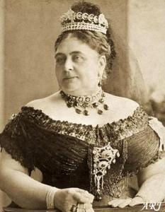 Duchess of Teck wearing the original Cambridge emerald necklace