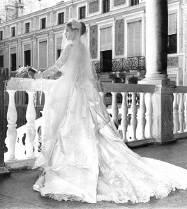 Grace Kelly wedding dress back 1