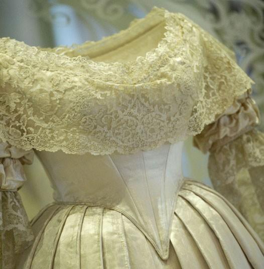 description of Queen Victoria\'s wedding dress | The Enchanted Manor