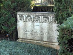 Chanel grave