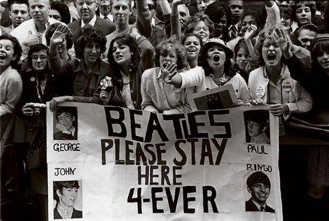 Resultado de imagem para THE BEATLES ARRIVE IN NYC 1964