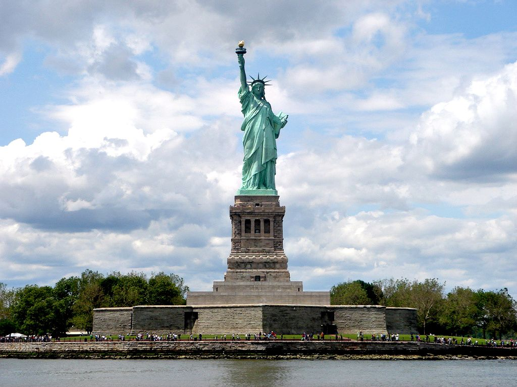 Travel statue of liberty the enchanted manor for Iconic new york landmarks