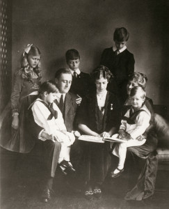 Franklin and Eleanor with their children 1919