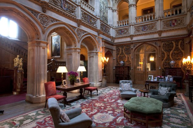 Travel highclere castle the enchanted manor for Abbey road salon