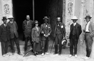 Tutankhaman tomb - 5th Earl of Carnarvon, daughter Evelyn and Howard Carter 1