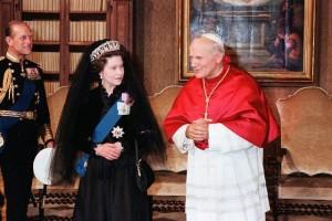Queen Elizabeth - crown and mantilla worn on visit to Pope John Paul II