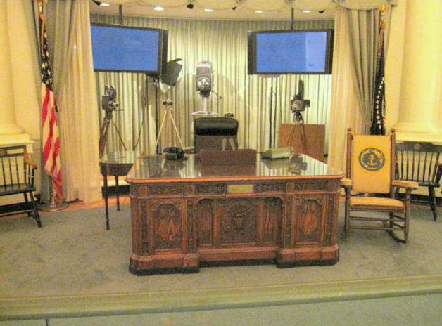 John f kennedy presidential library and museum the enchanted manor - Jfk oval office desk ...
